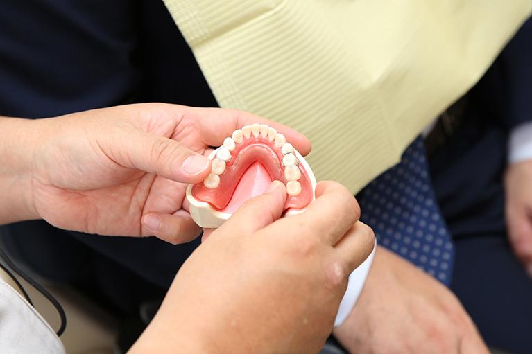わたなべ歯科医院式入れ歯なら、良く噛める!